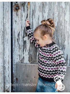 Girl´s sweater with hearts