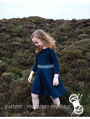 Pigekjole med færøsk mønster