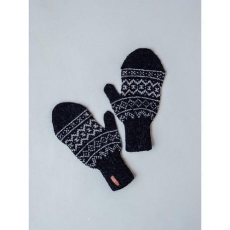 Gloves with a faroese pattern