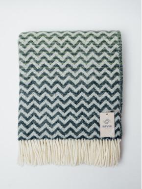 Grønt vævet tæppe med bølge mønster