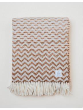 Brun vævet tæppe med bølge mønster