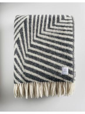 Koksgråt stribet tæppe