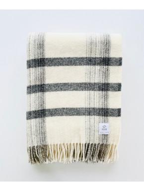 Hvidt stribet tæppe